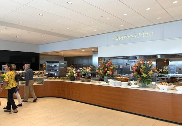 O restaurante serve todas as refeições e tem uma qualidade incrível, além de estar totalmente integrado com o primeiro andar, o que propicia a troca e convivência entre os alunos e professores (Foto: Arquivo pessoal/Fernanda Lopes de Macedo Thees)