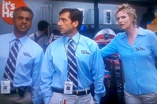 O ator Shelley Malil ao lado de Steve Carell em cena de O Virgem de 40 Anos (2005) (Foto: Reprodução)