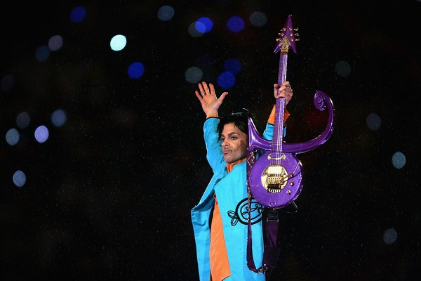 Prince durante apresentação no intervalo do Super Bowl XLI (Foto: Getty Images)