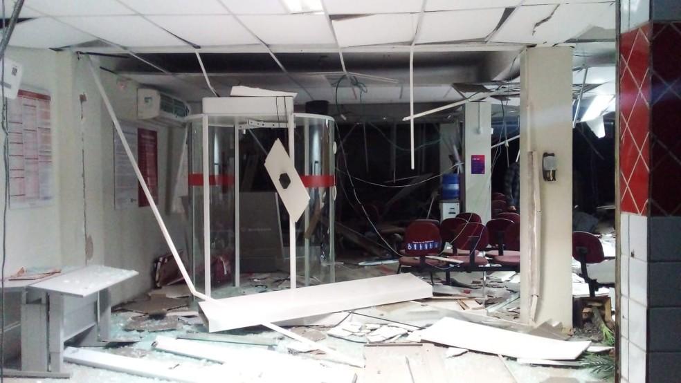 Bandidos explodem agência bancária durante assalto em Castelo do Piauí — Foto: Divulgação /PM-PI