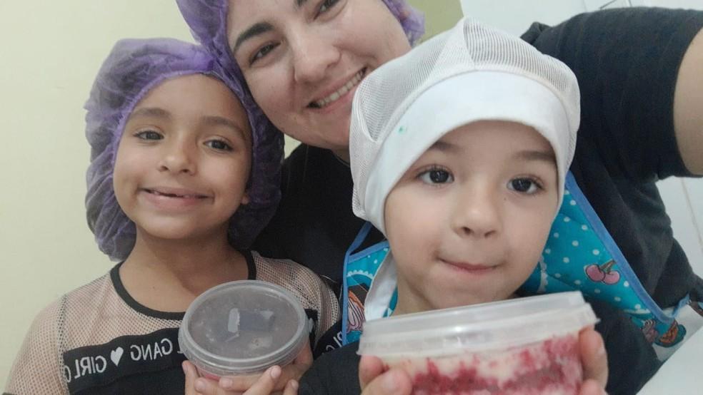 Confeiteira paga as contas e sustenta os filhos com a venda de doces em Marília — Foto: Arquivo pessoal/Ângela Oliveira