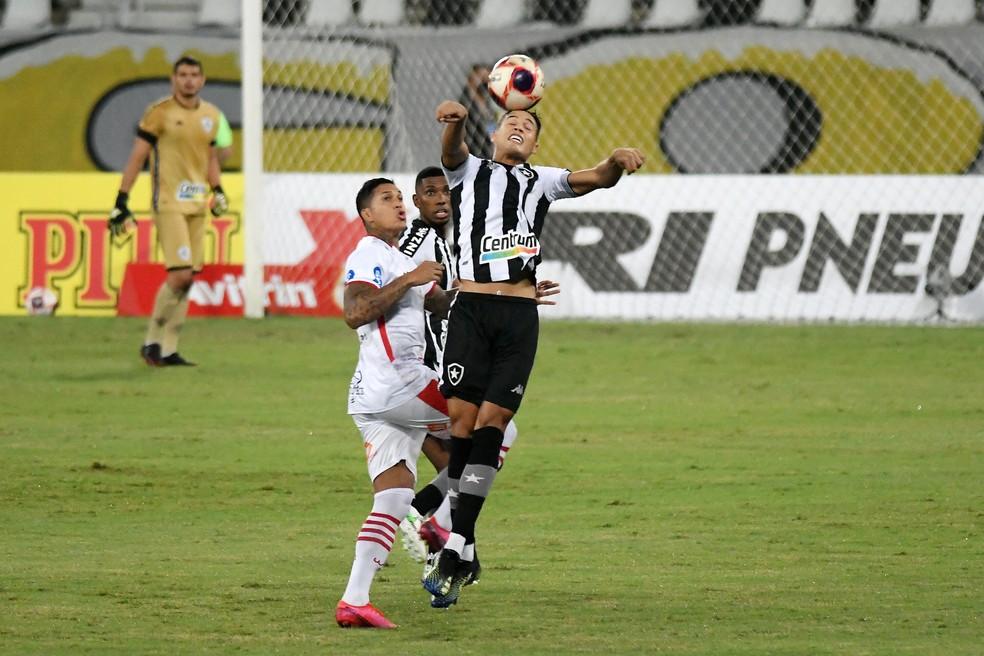 Bangu e Botafogo ficaram no zero na noite deste sábado — Foto: Estadão Conteúdo