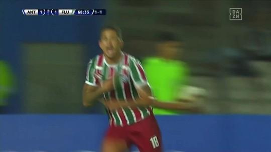 Após quase ser emprestado, Frazan encara mais uma decisão pelo Fluminense e agrada Diniz