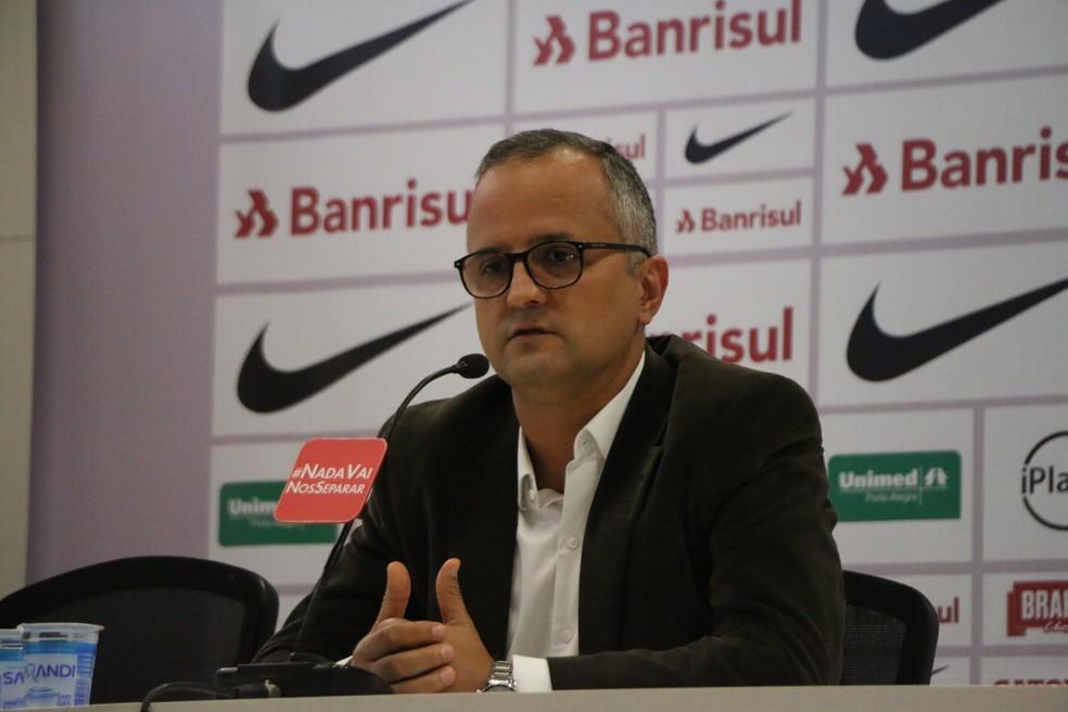 Roberto Melo foi o responsável por anunciar o treinador (Foto: Eduardo Deconto)