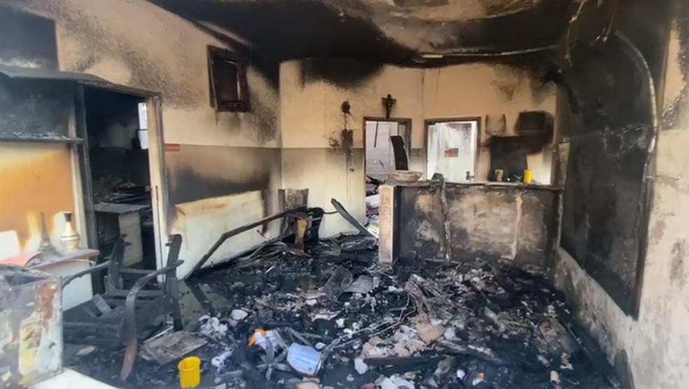 Escola ficou destruída após fogo em Itaporanga — Foto: Gustavo Onilde/Arquivo pessoal