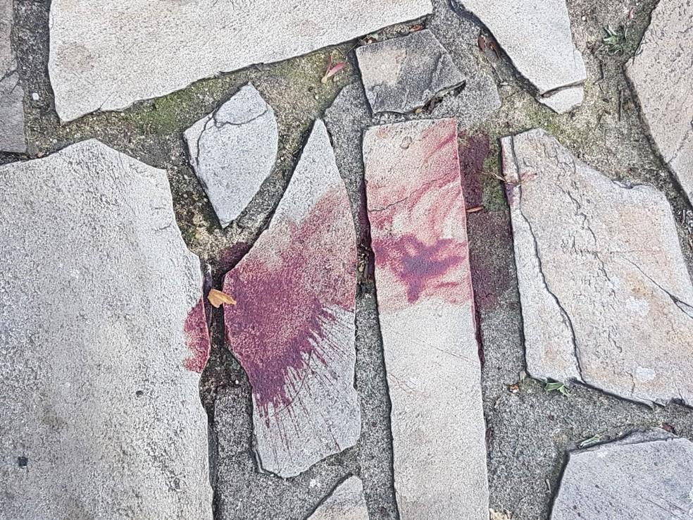 Marcas de sangue após ataque de traficantes em Angra dos Reis (Foto: Divulgação/Polícia Civil)