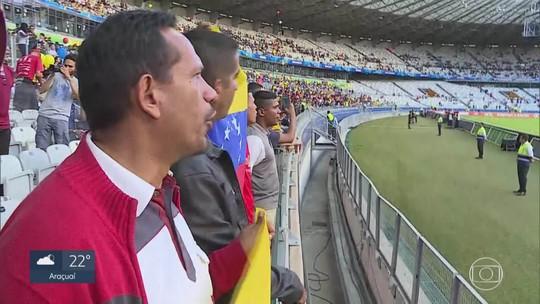 Refugiados venezuelanos acompanham vitória da seleção contra a Bolívia no Mineirão