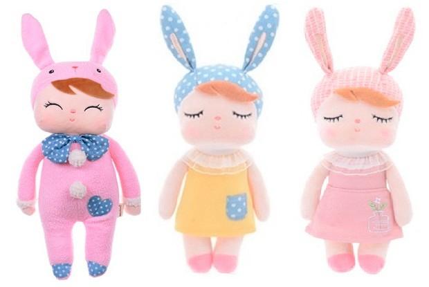 Essas mini bonecas Metoo Dolls, com aproximadamente 21 cm, são ideais para os pequenos dormirem agarradinhos. 100% poliéster. Betsy, R$59,90 cada.  (Foto: Divulgação)