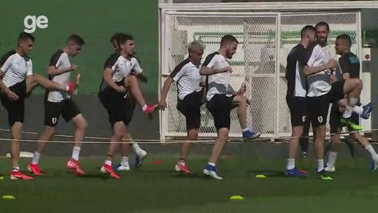 Uruguai treina em manhã de muito sol no Rio, e Arrascaeta deve ganhar vaga no time titular
