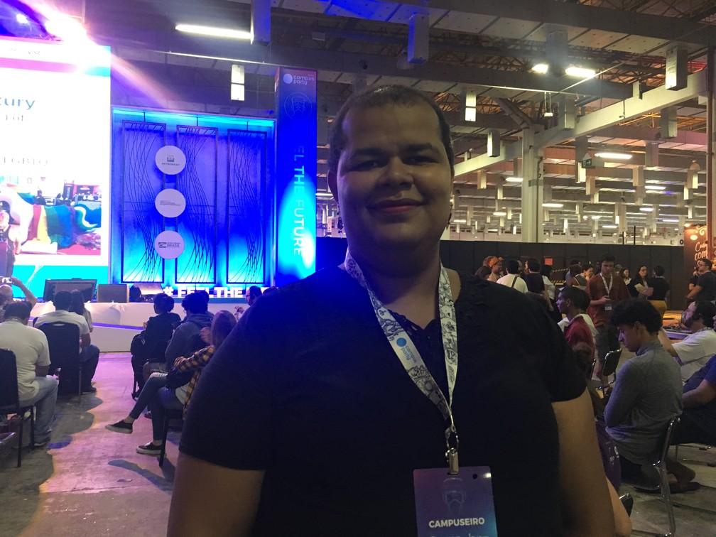Ana Alice da Costa, 33, trabalha no setor de TI há 12 anos e se queixa da dificuldade de conseguir emprego depois de iniciar processo de transição de gênero — Foto: Luísa Melo/G1
