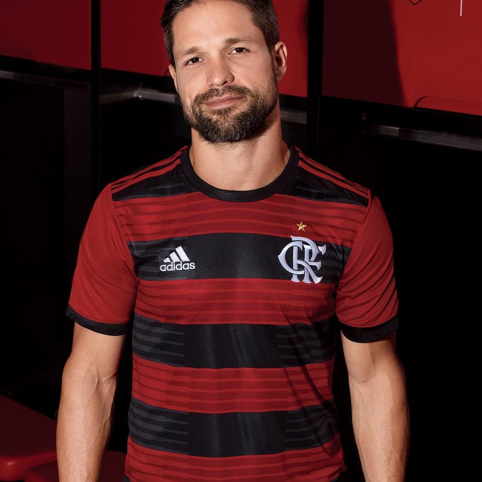 Diego com o novo uniforme do Flamengo (Foto: Reprodução/Adidas)