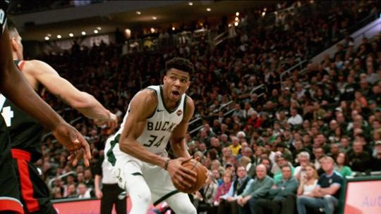 Muito além de Giannis: reservas dos Bucks têm sido fator de desequilíbrio contra os Raptors