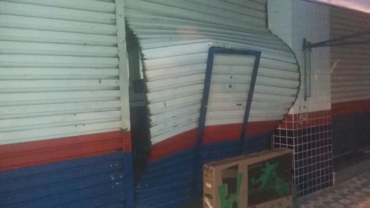 Quadrilha invade e furta loja Casas Bahia em São João da Boa Vista, SP