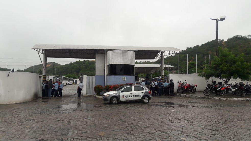 6h30: Ônibus da Conceição começaram a circular com atraso — Foto: Ednaldo Lima/Inter TV Cabugi