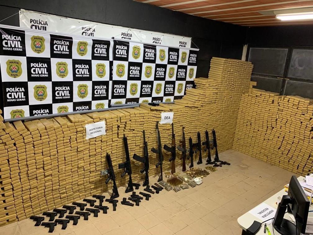 Polícia Civil apreendeu três toneladas de maconha e 35 armas em sítio em distrito de Juiz de Fora  — Foto: Polícia Civil/Divulgação