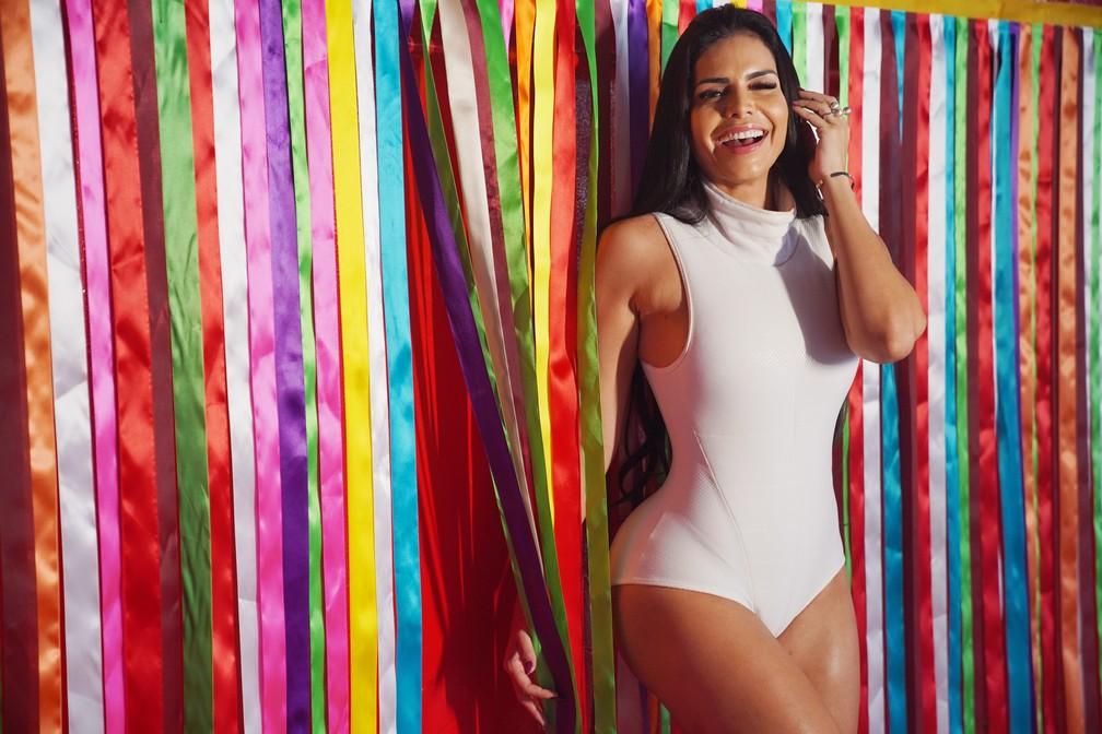Raissa Machado posa para ensaio exclusivo do G1 na quadra da Viradouro, em Niterói — Foto: Marcos Serra Lima/G1
