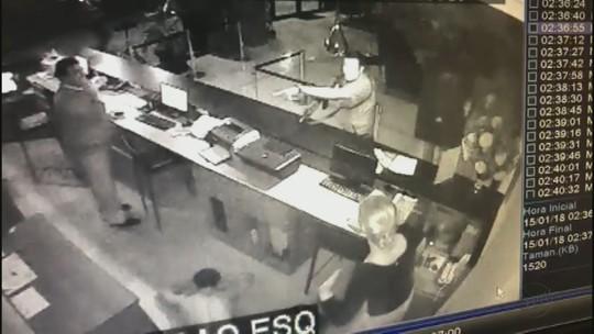 Ator que deu tiros em hotel em Rio Claro deixa presídio de Tremembé, SP