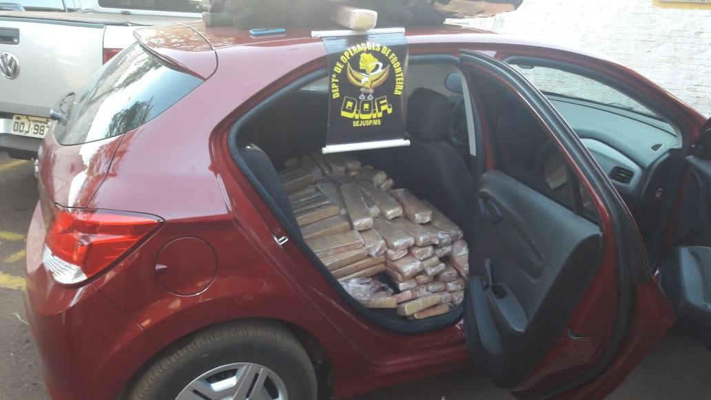 Traficante abandona carro com 403 quilos de maconha em rodovia de MS