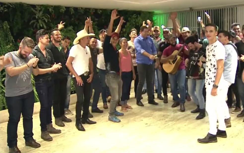 Concurso teve recorde de inscrições, com mais de 400 participantes (Foto: Reprodução/TV Anhanguera)