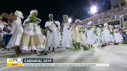 Baianas e mães de santo fazem lavagem do Sambódromo do Rio para o carnaval de 2019