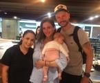 Fernanda Lima e Rodrigo Hilbert posam com fã em aeroporto | Reprodução/Instagram