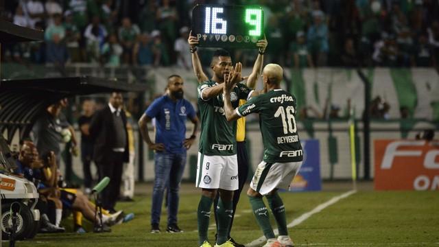 Deyverson sai para a entrada de Borja no Palmeiras
