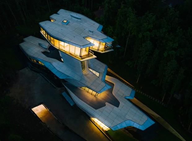 Zaha Hadid foi uma arquiteta renomada conhecida por seus projetos descontrutivistas  (Foto: OKO Group)