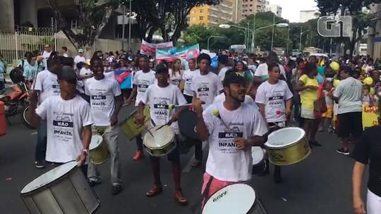 Caminhada no centro de Salvador celebra 28 anos do Estatuto da Criança e do Adolescente