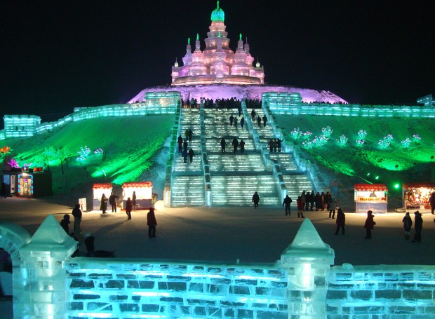 O maior festival de neve e gelo abriu as suas portas em janeiro na China (Foto: Wikimedia Commons / Dayou_X)