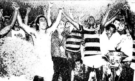 Anselmo, Manguito, os torcedores e a taça: 'É campeão!'