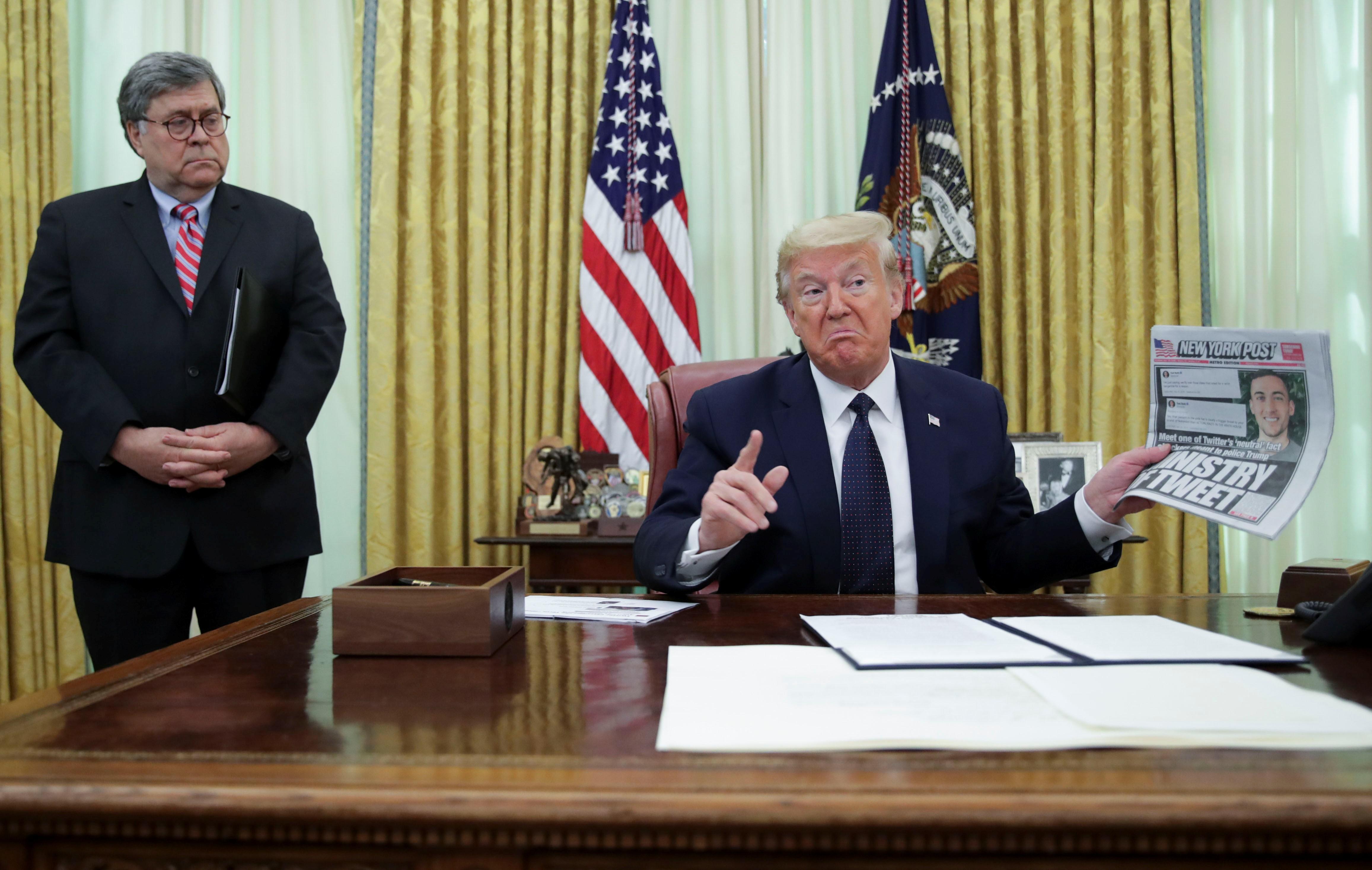 Trump assina decreto que questiona proteção legal a redes sociais após Twitter pedir checagem de postagem do presidente