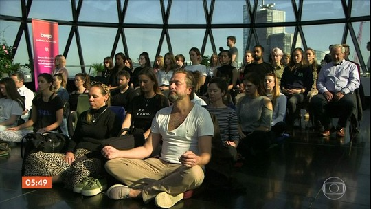 Dia Mundial da Meditação é celebrado por adeptos da prática em Londres