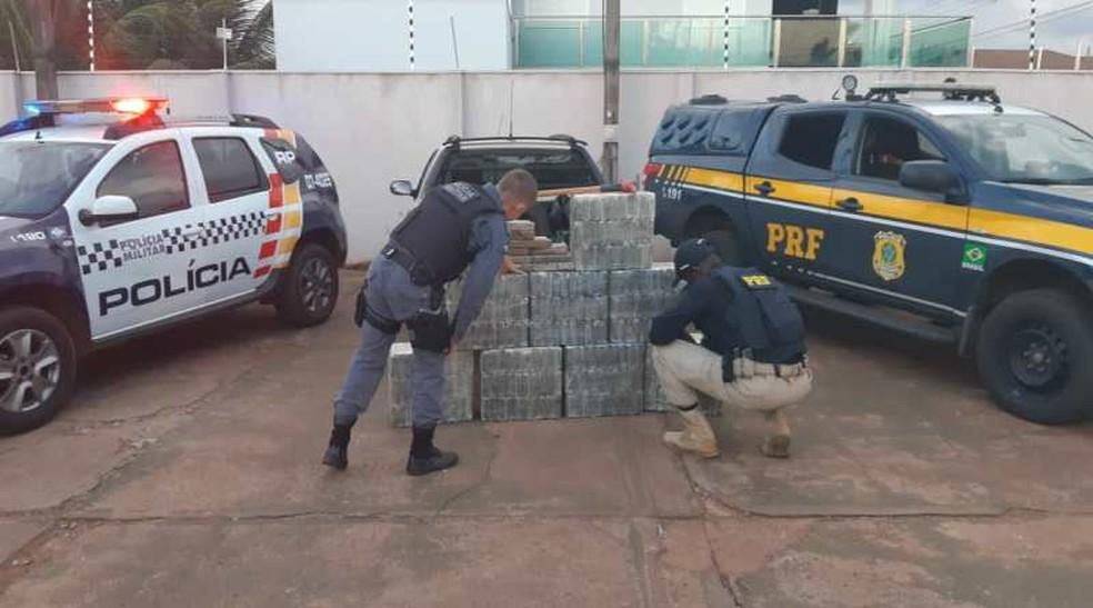Traficantes foram presos com 274 kg de cocaína escondidos em fundo falso de caminhão em Campo Novo do Parecis — Foto: Polícia Rodoviária Federal de Mato Grosso/Assessoria