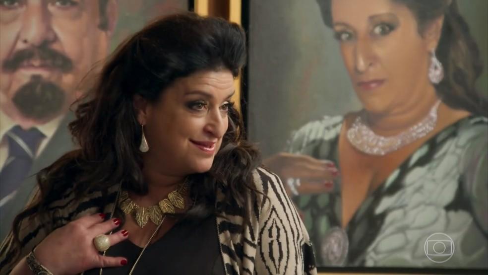 Teodora (Grace Gianoukas) se recusa a dividir os bens com Aparício (Alexandre Borges) - 'Haja Coração' — Foto: Globo