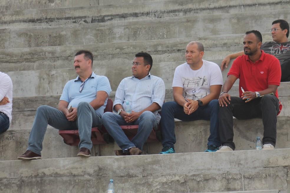 Já em Natal, Leandro Campos acompanhou jogo do time Sub-19 na Arena América na quarta-feira (Foto: Canindé Pereira/América FC)