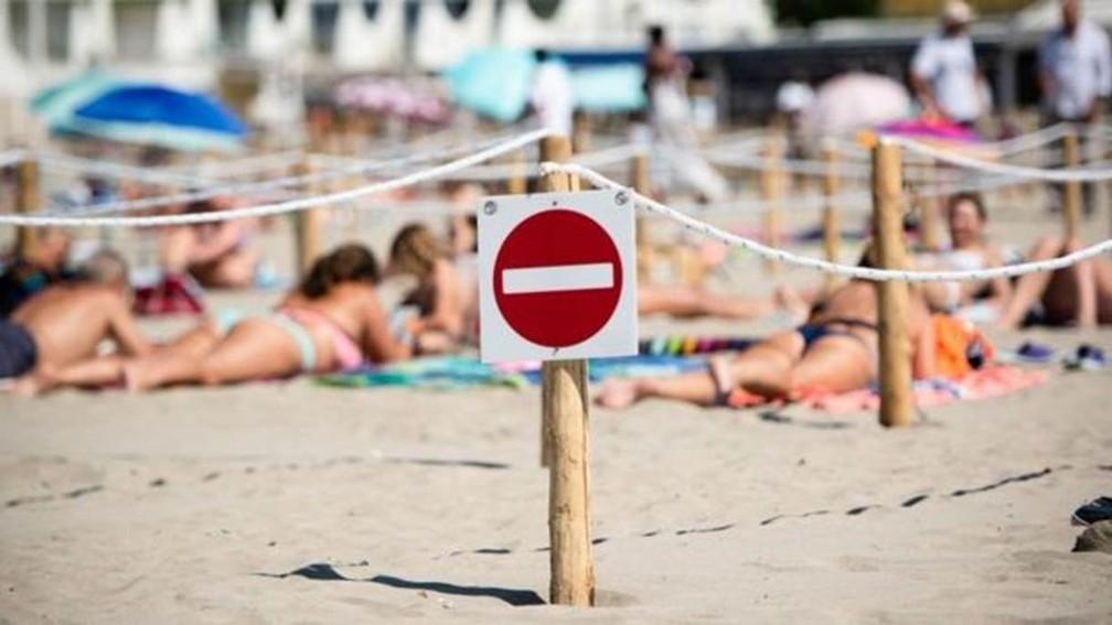 Por que ministro do interior da França defendeu publicamente topless nas  praias | Mundo | G1