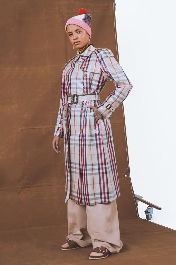 Trench coat na Glamour de maio (Foto: Bruna Castanheira/Arquivo Glamour)