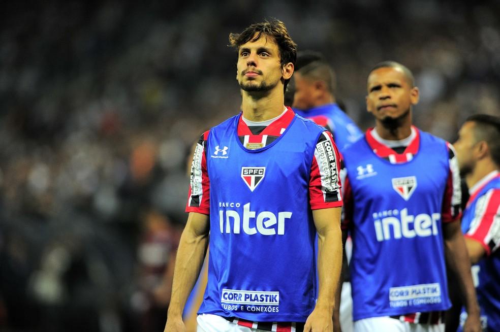 Titular na maior parte do seu período no São Paulo, Rodrigo Caio jogou pouco na temporada de 2018 — Foto: Marcos Ribolli
