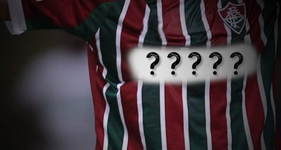 Camisa tricolor está sem patrocínio master desde agosto de 2018 — Foto: ge