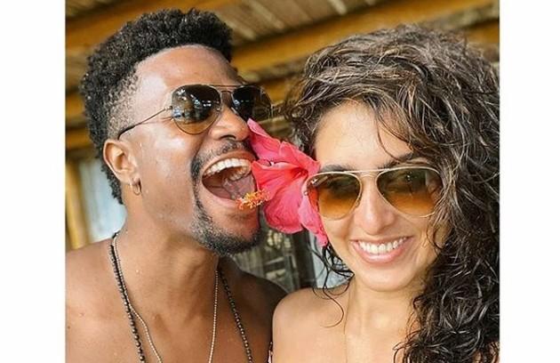 David Junior, que viveu Ramon na trama, está curtindo a Bahia com a namorada, a atriz Yasmin Garcez (Foto: Reprodução)