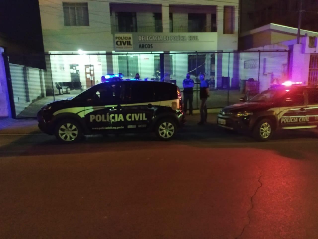 Cerca de 60 estabelecimentos comerciais são fiscalizados pela Polícia Civil e Vigilância Sanitária em Arcos