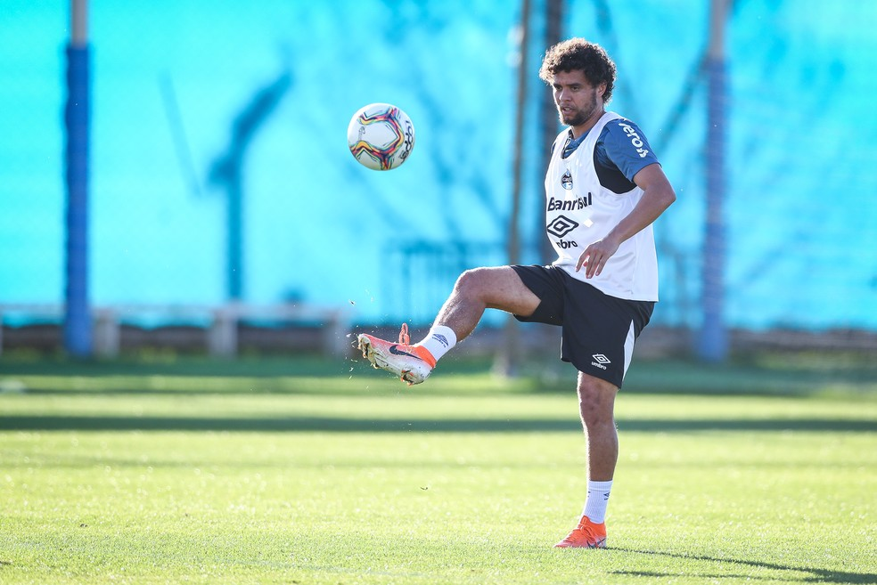 Victor Ferraz, lateral-direito Grêmio — Foto: Lucas Uebel / Grêmio FBPA