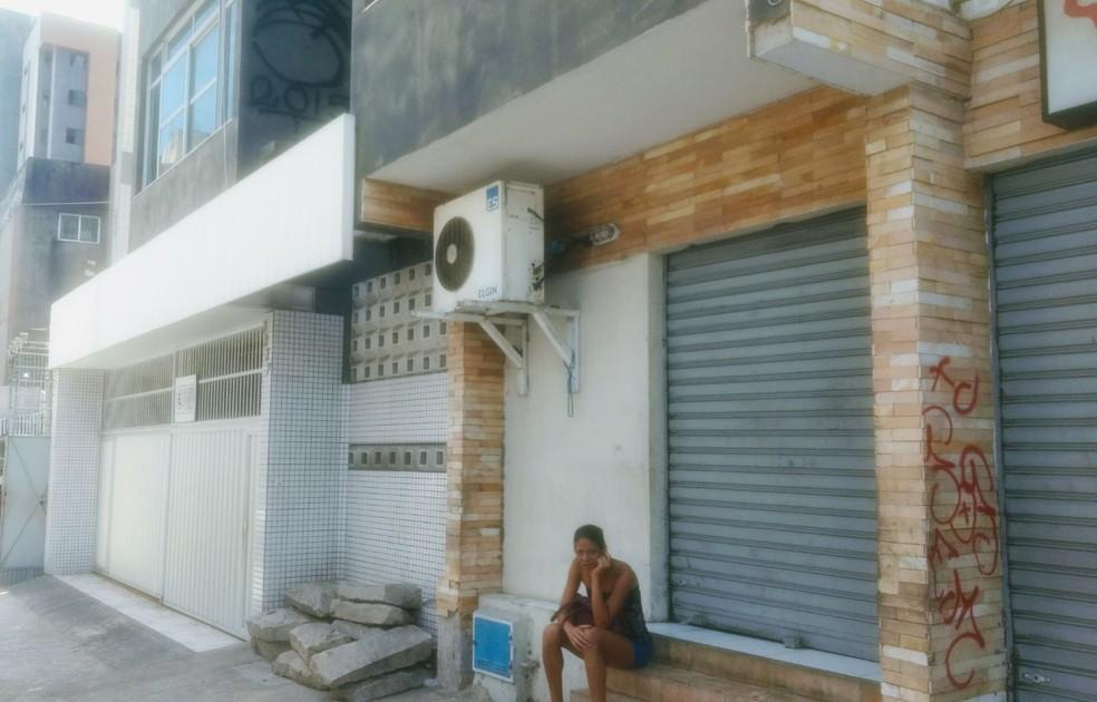 Apartamento onde vítimas eram mantidas não possui móveis (Foto: Valdir Almeida/G1CE)