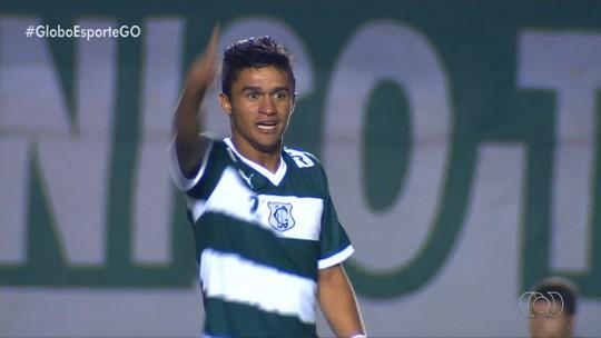 Jogo contra o Botafogo marca reencontro entre Goiás e Erik; pai do jovem ainda trabalha no clube