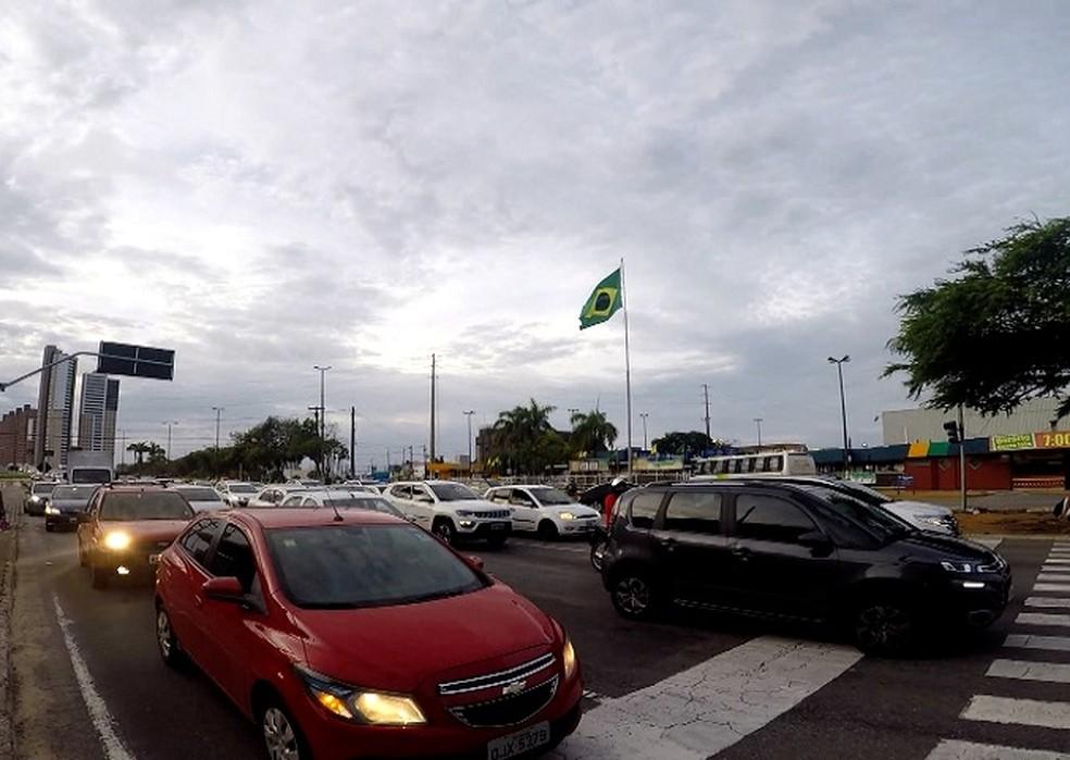 Congestionamento aconteceu na Roberto Freire — Foto: Reprodução/Inter TV Cabugi