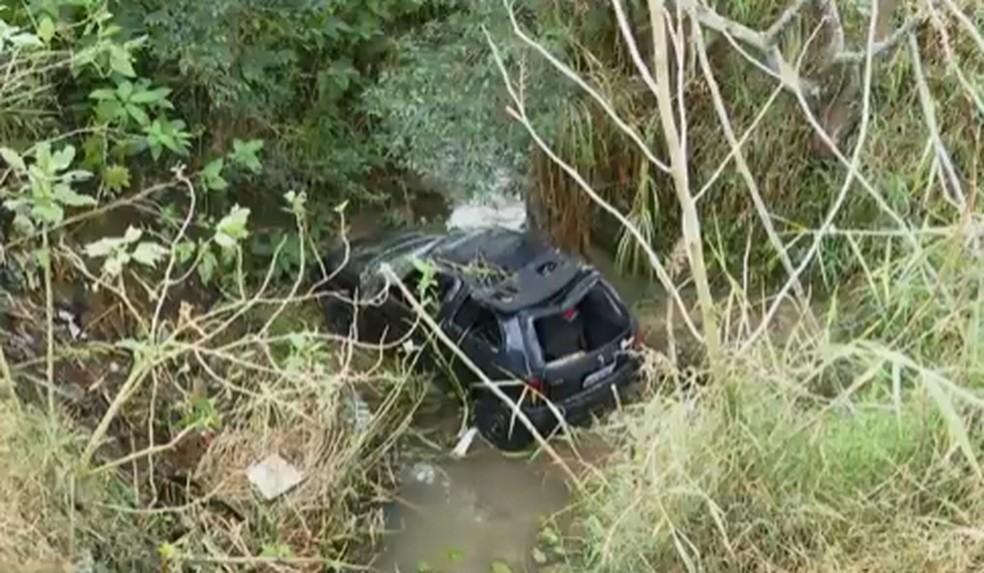 Mãe e filha ficaram levemente feridas no acidente, em Ponta Grossa — Foto: Reprodução/RPC