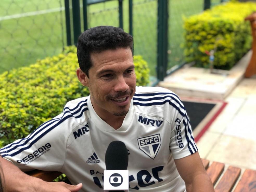 Hernanes diz ser consciente de que precisa estar bem e provar a cada dia para ajudar o São Paulo — Foto: Felipe Ruiz