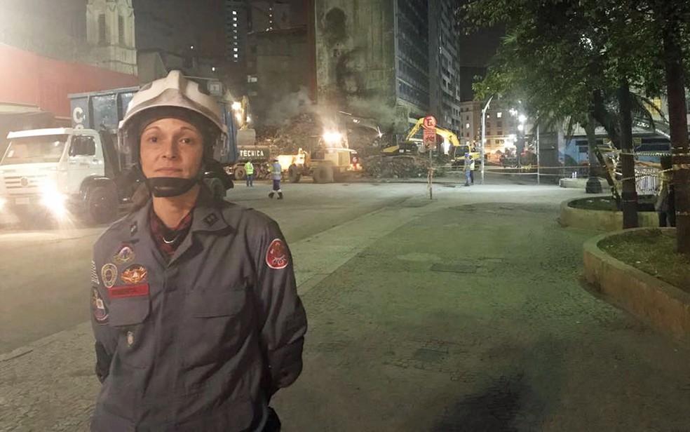 Tenente Roberta, que participou da tentativa de resgate de Ricardo Pinheiro, que caiu quando o prédio desabou em SP (Foto: Lívia Machado/G1)