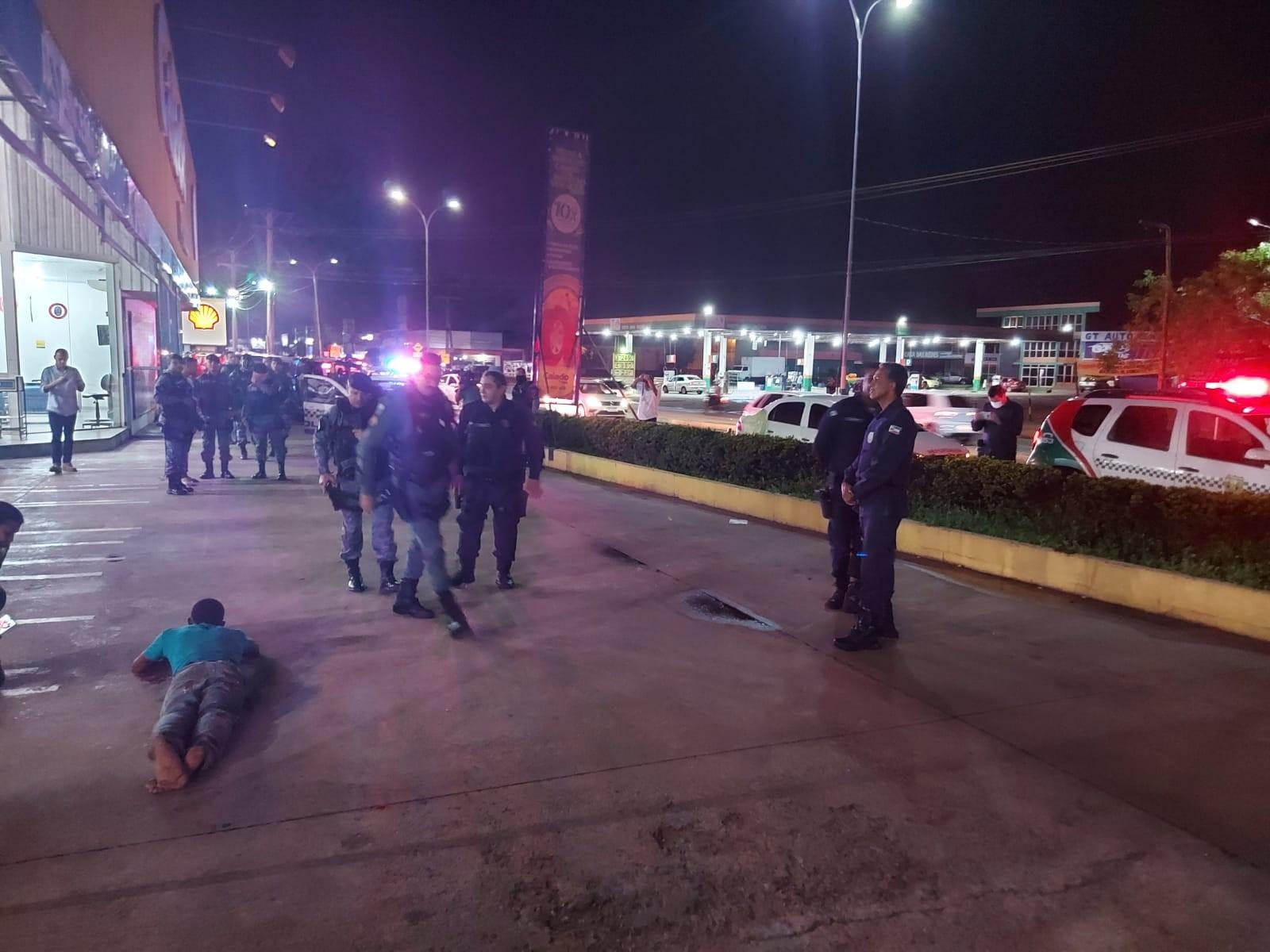 Homem é baleado no rosto por PM ao brincar simulando assalto com arma falsa em loja em MT