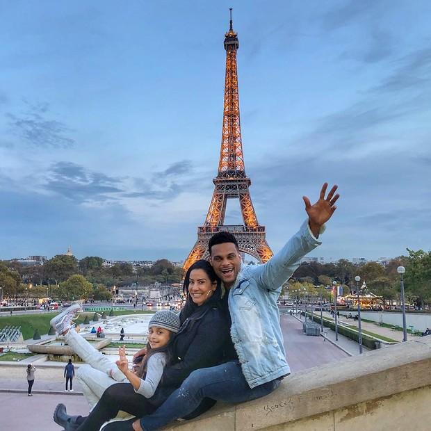 Scheila Carvalho e família em Paris (Foto: Reprodução / Instagram)